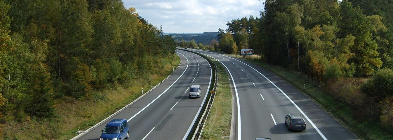 Od českých dálnic a silnic zmizí tisíce billboardů. Pokud je majitelé za týden neodstraní, stát je zlikviduje