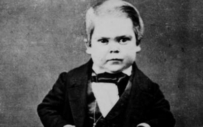 """Od detstva fajčil aj pil, ženy priťahoval jeho """"erotický magnetizmus"""". Slávny trpaslík začal v cirkuse vystupovať ako 4-ročný"""