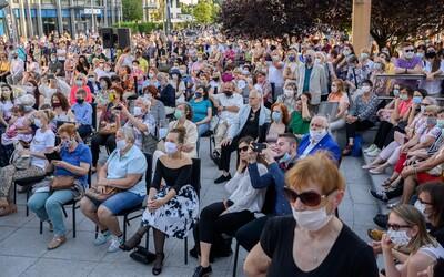 Od dnes môžu byť koncerty aj štadióny otvorené aj pre viac ako 1000 ľudí, podmienkou je šachovnicové sedenie a rúška
