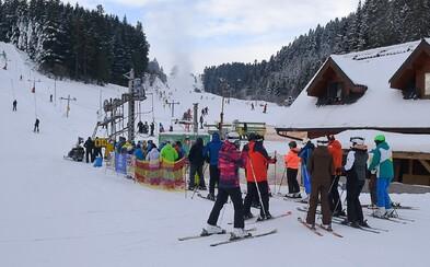 Od dnes sa sprísňujú podmienky pre lyžiarske strediská. Čo potrebuješ, ak ideš do hotela, na vlek či lanovku?