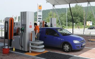 Od januára už možno na niektorých pumpách svoje auto nenatankuješ! Natural 95 má nahradiť benzín s označením E10