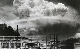 Od pátku platí celosvětová dohoda zakazující jaderné zbraně. Vyrobená jaderná munice však ze světa jen tak nezmizí