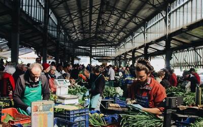 Od pondelka môžu fungovať tržnice, trhoviská, opravovne a autoservisy. Pravidlá po príchode zo zahraničia sa však sprísňujú