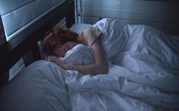 Odborníci na spánok podporujú myšlienku zdriemnutia si v práci. Hovoria, že to bude viesť k zvýšenej produktivite