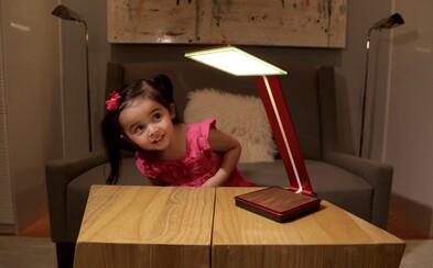 Odlož sieťové či prenosné nabíjačky, odteraz ti telefón nabije lampa