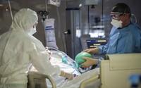 Odměny zdravotníků jsou v nedohlednu. Na ministerstvu zdravotnictví si ale rozdávali až čtvrt milionu korun