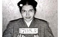 Odmítla uvolnit své místo bělochovi a navždy tím změnila Ameriku. Rosa Parks stála u zrodu konce rasové segregace
