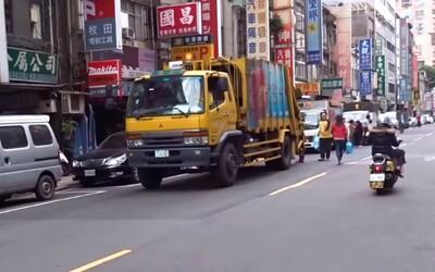 Odpadky v Tchaj-peji na zem nepatria. Smetiarske autá so skladbou Pre Elišku upozorňujú obyvateľov na svoj príchod