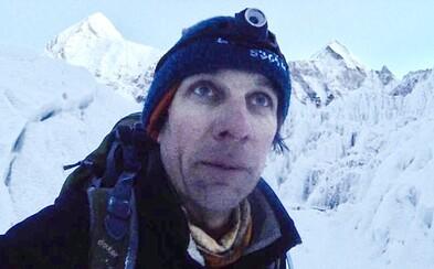 Odvážlivec sa skrýval v jaskyni na Mount Evereste, lebo úradom nezaplatil poplatok za výstup. Chytili ho, dali mu pokutu a zadržali aj pas