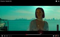 Odvážna Rihanna ukázala prsia vo videoklipe, ktorý vypúšťa pri príležitosti svetového dňa marihuany