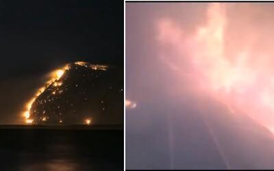 Odvážný ruský strojvedoucí projel vlakem přes ohnivé peklo na Sibiři