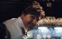 Odvážny Tom Cruise pašuje kokaín a topí sa v peniazoch v akciou nabitej ukážke pre film American Made