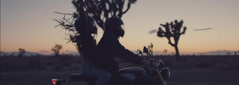 Odviazaná Ariana Grande si užíva lásku v romantickej púšti mimo zraku verejnosti. Sleduj videoklip na Into You