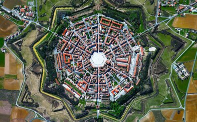 Ohromující satelitní fotografie známých i méně známých světových míst. Které je nejzajímavější?