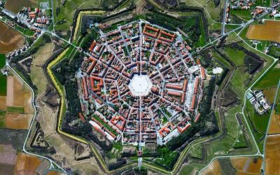 Ohromujúce satelitné fotografie známych aj menej známych svetových miest. Ktoré vyzerá najzaujímavejšie?