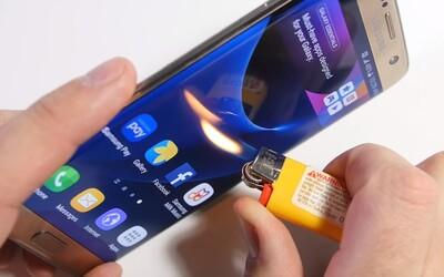 Ohýbanie konštrukcie aj škriabanie displeja. Akú fyzickú záťaž vydrží nový Samsung Galaxy S7 edge?