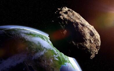 Okolo Zeme preletel malý asteroid, len tesne minul stacionárne družice