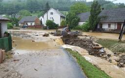 Olomoucko bojuje s náhlými povodněmi, přívalové deště si vyžádaly i lidský život