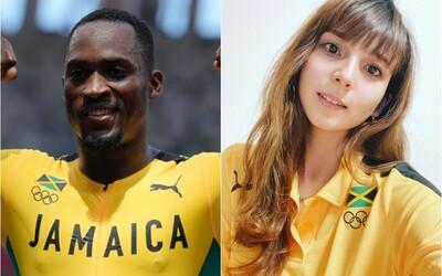 Olympionik skoro nestihl závody, protože nastoupil na špatný autobus. Na taxík mu půjčila dobrovolnice, nakonec získal zlato