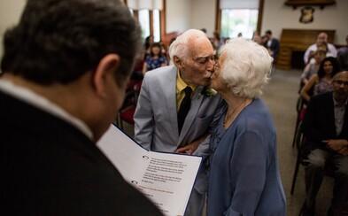 Ona má 98, on 94, ale vzali se až nyní. Sympatický pár je důkazem toho, že láska kvete v každém věku