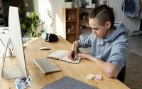 Online vyučování škodí duševnímu zdraví dětí i rodičů, vyplývá z průzkumu