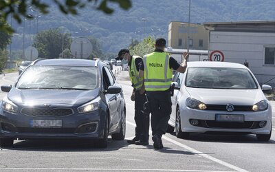 Opäť prísnejšie kontroly na hraniciach. Slováci sa pri ceste do Rakúska zdržia