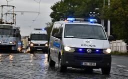 Opilý muž házel v Brně po lidech kamení, při zadržení se začal svlékat