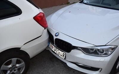 Opilý Slovák naboural do auta a usnul. V dechu mu naměřili téměř 2 promile alkoholu