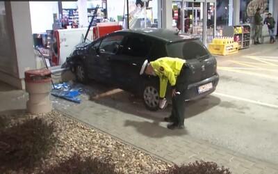 Opitej kamarátke dal vodič v Prešove otestovať brzdové svetlá, namiesto toho rozbila benzínovú pumpu