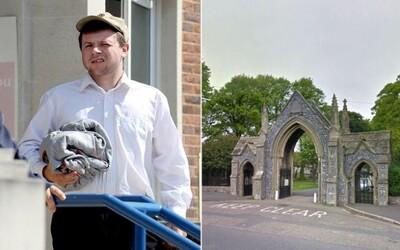Opitý Angličan strašil na cintoríne, vydával kvílivé zvuky a mával rukami spoza náhrobkov