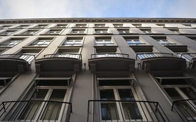 Opitý Čech si v Tatranskej Lomnici poplietol okno so záchodom. Vypadol z neho a zachránilo ho až stonanie