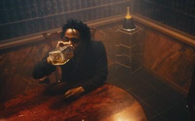 Opitý Kendrick Lamar zápasí s temnou stranou svojej duše a lákadlami diabla v krátkom filme