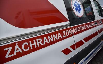Opitý muž ukradol sanitku, naháňali ho tri policajné autá. Muži zákona museli aj strieľať