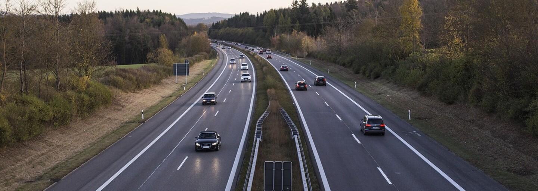 Opitý Slovák jazdil s kamiónom po diaľnici D1 v protismere s takmer 2 promile. Nechcelo sa mu zastaviť ani na výzvy policajtov