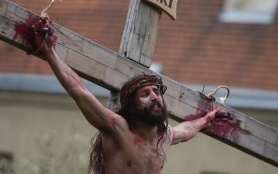 Opitý Slovák vošiel do kostola a kričal, že je Ježiš. Z bohoslužby ho odvliekli policajti
