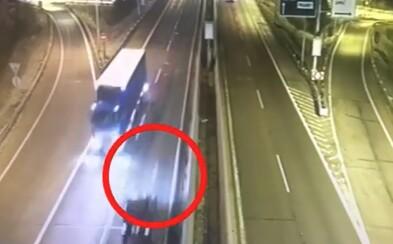 Opilý Srb, který nadýchal přes dvěma promile, se proháněl v protisměru na slovenské dálnici