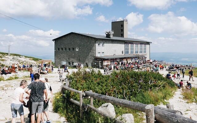 Oplatí sa dovolenka na Slovensku? Vyskúšali sme si dlhé rady vo Vysokých Tatrách, lanovku a obed za takmer 20 €