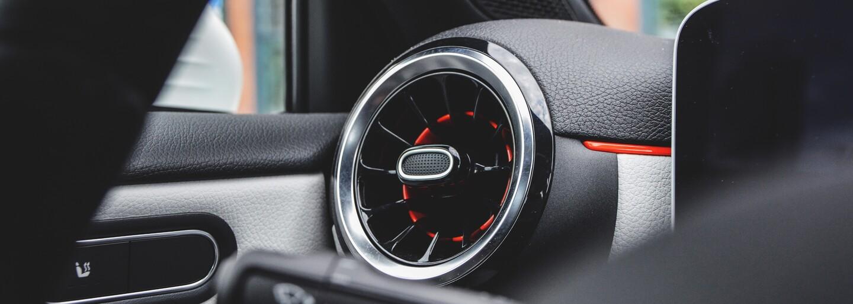 Oplatí sa mladému človeku kúpiť najlacnejší Mercedes-Benz v takmer úplnom základe? (Test)