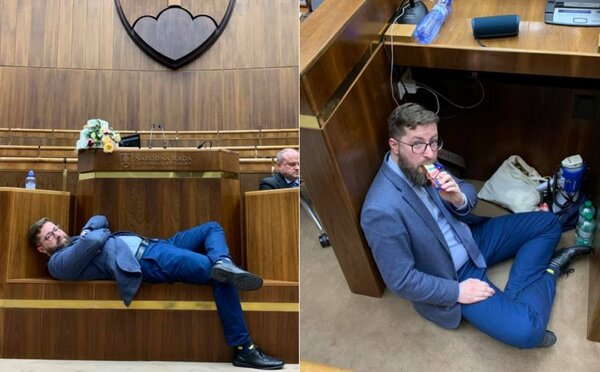 Opozícia okupuje rokovaciu sálu v pyžamách. V parlamente nocujú so svadobnou tortou symbolizujúcou manželský vzťah ĽSNS a Smeru