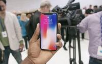 Oprava iPhonu X môže stáť ako starší model. Len výmena rozbitého OLED displeja vyjde okolo 300 eur