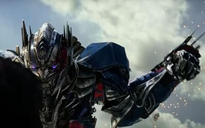 Optimus Prime v debutovom traileri plnom explózií a rôznych časových období bojuje proti Autobotom