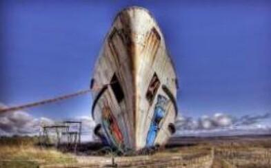 Opustenú loď premenili na graffiti galériu