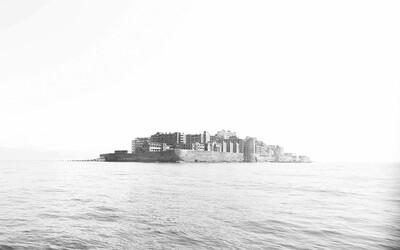 Opustený ostrov Hashima, kde sa prechádzal aj James Bond, na tajuplných fotografiách z pohľadu 13-ročného chlapca, ktorý ho pred rokmi opustil