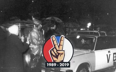 Organizátor Sviečkovej manifestácie: Ľudí polievali vodnými delami a bili obuškami, no po hodine boli víťazmi aj tak oni