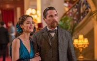 Oscar Isaac a Christian Bale budú súperiť o srdce krásnej ženy na pozadí vojnového konfliktu
