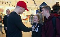 Ošiaľ v bratislavskej Eurovei. Kvôli kolekcii Kenzo x H&M čakali niektorí v rade aj 20 hodín (Video)
