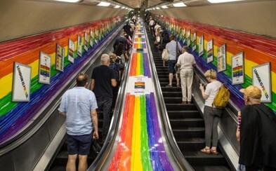 """Oslovenie """"Dámy a páni"""" dostalo v londýnskom metre červenú. Veľkomesto nechce medzi nikým robiť rozdiely"""
