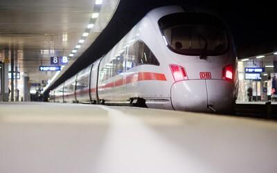 Osmiletého chlapce a jeho matku hodil pod vlak neznámý muž
