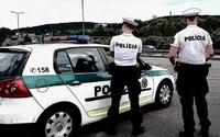 Osoba s koronavírusom pri Bratislave porušovala povinnú karanténu, policajtom nechcela zaplatiť pokutu