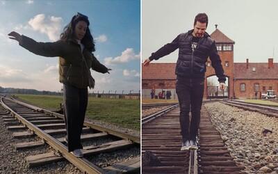 Osvětim kritizuje vesele pózující turisty na kolejích